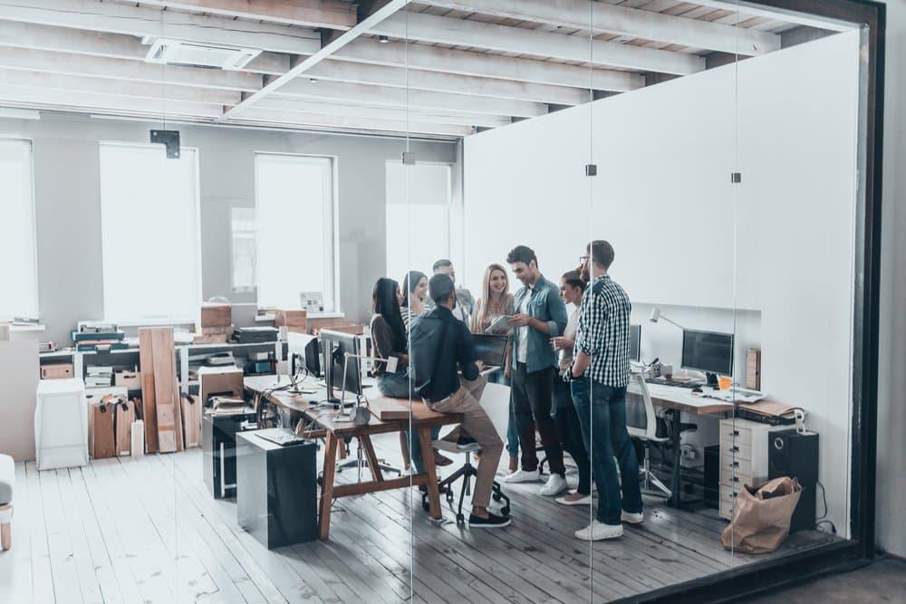 imagen trabajadores en la oficina